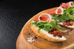 zakąski bruschetta z pomidorem i bekonem Fotografia Royalty Free
