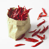 Zak van droge rode Spaanse pepers Stock Foto
