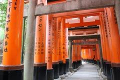 zakazuje torii Fushimi Inari świątynia Fushimi Inari Taisha kyoto Japonia Zdjęcie Stock