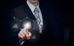 Zaken, cyberspace en toekomstig technologieconcept - sluit omhoog van zakenman in kostuum die met virtuele grafieken over donkere royalty-vrije stock foto