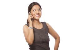 Zaken Dame Talking op Telefoon Stock Foto's