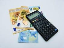 Zaken en financiële achtergrond met euro en calculator royalty-vrije stock afbeelding