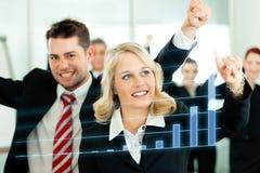 Zaken - presentatie van grafiek in team Stock Fotografie