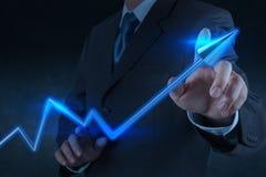 Zaken van de de aanrakings 3d virtuele grafiek van de zakenmanhand Royalty-vrije Stock Foto