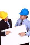 Zakenlieden met bouwvakkers en leeg karton Stock Afbeeldingen