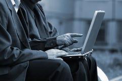 Zakenlieden met laptop royalty-vrije stock fotografie