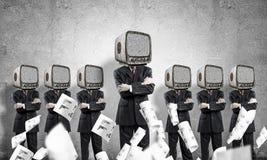 Zakenlieden met oude TV in plaats van hoofd Royalty-vrije Stock Foto's