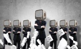 Zakenlieden met oude TV in plaats van hoofd Royalty-vrije Stock Fotografie