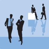 Zakenlieden op blauwe achtergrond Royalty-vrije Stock Afbeeldingen
