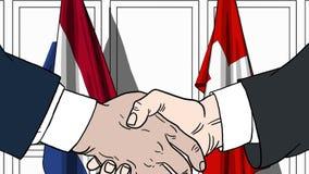 Zakenlieden of politici die handen schudden tegen vlaggen van Nederland en Zwitserland Verwante vergadering of samenwerking stock illustratie