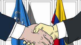 Zakenlieden of politicischokhanden tegen vlaggen van de Verenigde Naties en Colombia Officiële vergadering of samenwerking royalty-vrije illustratie