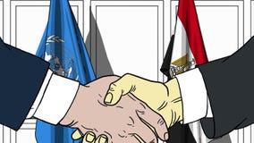 Zakenlieden of politicischokhanden tegen vlaggen van de Verenigde Naties en Egypte Officiële vergadering of samenwerking stock illustratie
