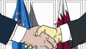Zakenlieden of politicischokhanden tegen vlaggen van de Verenigde Naties en Qatar Officiële vergadering of samenwerking vector illustratie