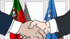 Zakenlieden of politicischokhanden tegen vlaggen van Portugal en de Verenigde Naties Officiële vergadering of samenwerking stock illustratie