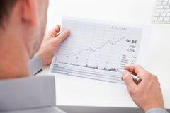 Zakenman Analyzing Financial Document Royalty-vrije Stock Foto