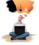 Zakenman bij laptop royalty-vrije stock afbeelding