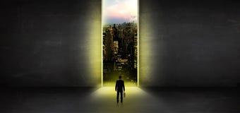 Zakenman die aan cityscape van een donkere lege ruimte kijken royalty-vrije illustratie