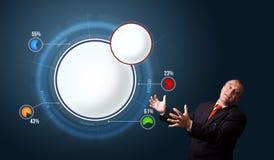 Zakenman die abstract modern cirkeldiagram voorleggen Royalty-vrije Stock Afbeelding