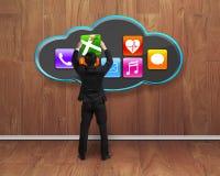 Zakenman die app pictogram van zwarte in houten ruimte krijgen Stock Afbeelding