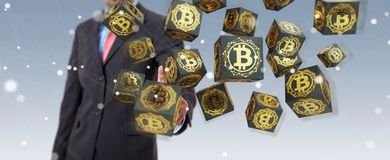 Zakenman die bitcoins cryptocurrency het 3D teruggeven gebruiken Stock Foto