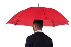 Zakenman die blauwe paraplu en een aktentas houdt Royalty-vrije Stock Afbeeldingen