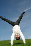 Zakenman die cartwheel doet royalty-vrije stock afbeelding