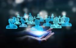 Zakenman die 3D teruggevende groep blauwe mensen houden Royalty-vrije Stock Afbeeldingen