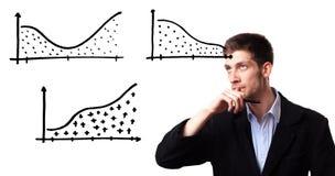 Zakenman die de groei van winst op verkoop toont stock afbeelding
