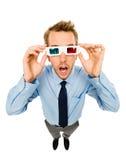 Zakenman die die 3d glazen dragen op witte achtergrond worden geïsoleerd Stock Foto's