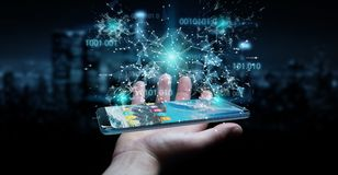 Zakenman die digitale binaire code inzake mobiele telefoon 3D renderi gebruiken Stock Fotografie