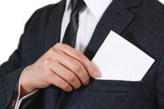 Zakenman die document in de close-up van de kostuumzak zetten Het tonen van spatie Stock Foto's