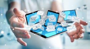 Zakenman die e-mail op zijn digitale apparaten 3D renderin ontvangen Royalty-vrije Stock Foto