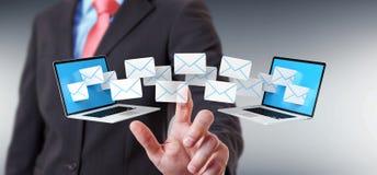 Zakenman die e-mail op zijn digitale apparaten 3D renderin ontvangen Stock Foto's