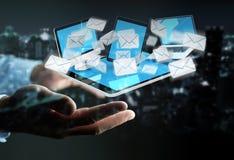 Zakenman die e-mail op zijn digitale apparaten 3D renderin ontvangen Royalty-vrije Stock Afbeelding
