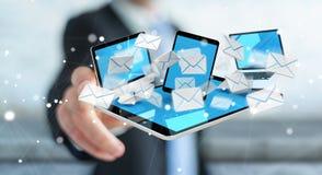 Zakenman die e-mail op zijn digitale apparaten 3D renderin ontvangen Stock Afbeeldingen