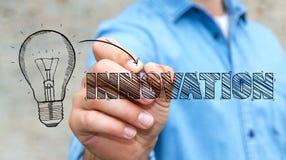 Zakenman die een concept van de schets lightbulb innovatie trekken Royalty-vrije Stock Afbeeldingen