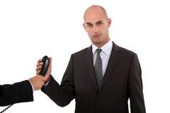 Zakenman die een telefoongesprek nemen Stock Afbeelding
