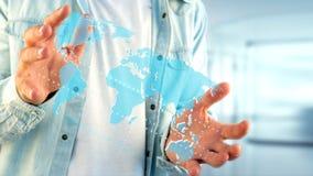Zakenman die een Verbonden wereldkaart op een futuristische interf houden Royalty-vrije Stock Afbeeldingen