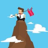 Zakenman die een vlag houden dat in berg slaagt Stock Foto's