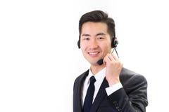 Zakenman die gebruikend hoofdtelefoon, witte achtergrond spreken stock afbeelding