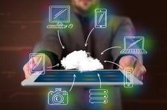 Zakenman die hand getrokken wolk gegevensverwerking tonen stock afbeelding