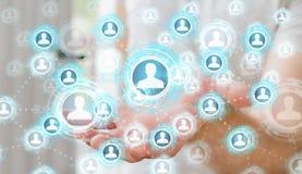 Zakenman die het blauwe sociale netwerk 3D teruggeven gebruiken Stock Fotografie