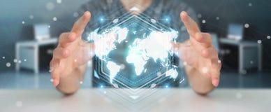 Zakenman die het digitale de interface van de wereldkaart 3D teruggeven gebruiken Stock Afbeelding