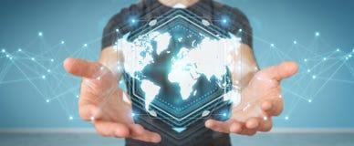 Zakenman die het digitale de interface van de wereldkaart 3D teruggeven gebruiken Royalty-vrije Stock Foto's