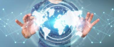 Zakenman die het digitale de interface van de wereldkaart 3D teruggeven gebruiken Royalty-vrije Stock Fotografie