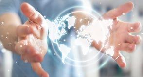 Zakenman die het digitale de interface van de wereldkaart 3D teruggeven gebruiken Royalty-vrije Stock Afbeelding
