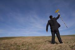 Zakenman die het milieu schoonmaakt royalty-vrije stock foto's