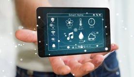 Zakenman die het slimme huis verre apparaat 3D teruggeven gebruiken Royalty-vrije Stock Afbeeldingen