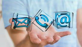 Zakenman die het transparante pictogram van het kubuscontact in zijn 3D hand houden Stock Afbeeldingen
