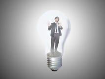 Zakenman die in lightbulb wordt opgesloten Royalty-vrije Stock Afbeelding